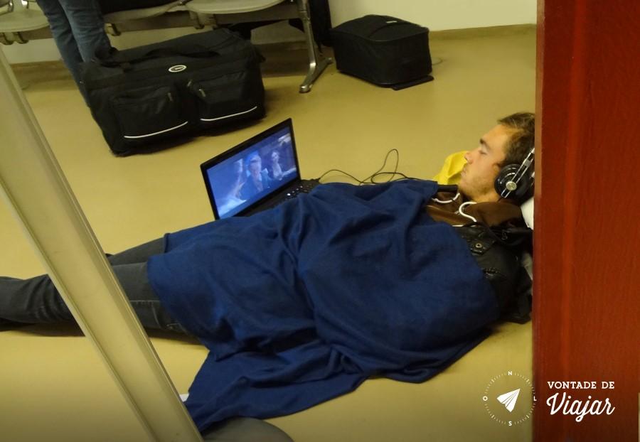 dormir-no-aeroporto-nao-tem-cama-mas-tem-filme