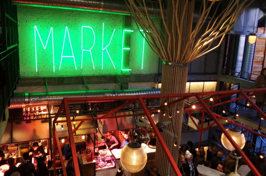 """Mercado tradicional virou um moderno """"street market"""" (via)"""