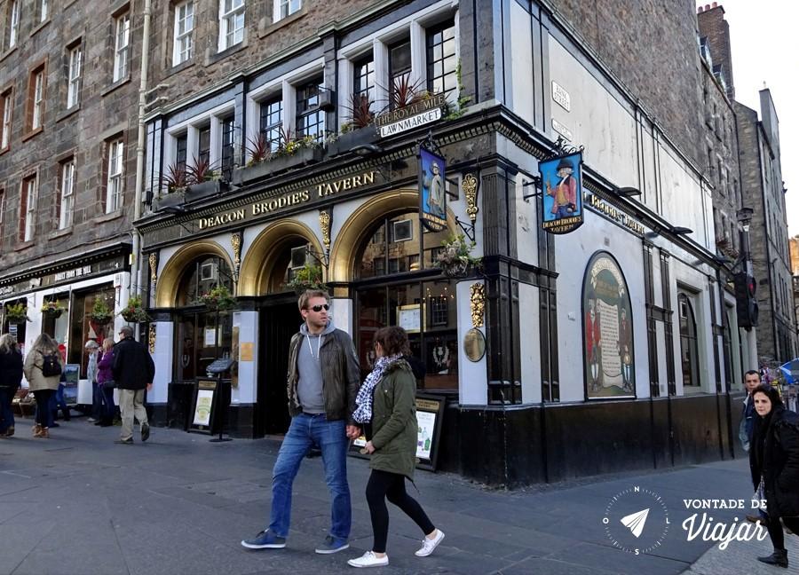 Pubs de Edimburgo - Deacon Brodies Tavern homem que inspirou Dr Jekyll e Mr Hide