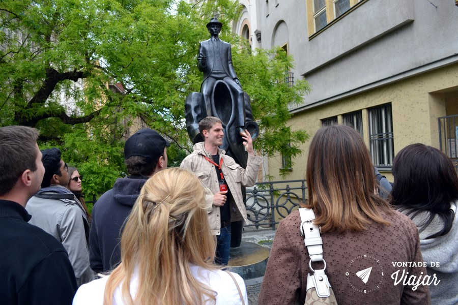 Free walking tour na Europa - guia em Praga - estatua de Kafka