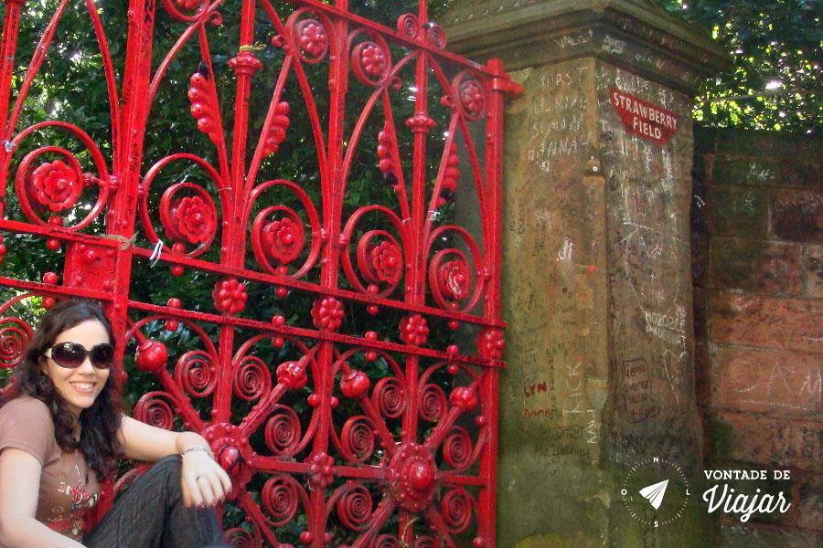 Fã dos Beatles: Nanda em Strawberry Field, Liverpool