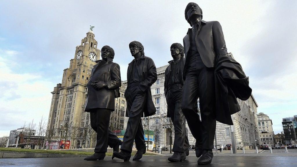 Liverpool - Estatua dos Beatles em Pier Head