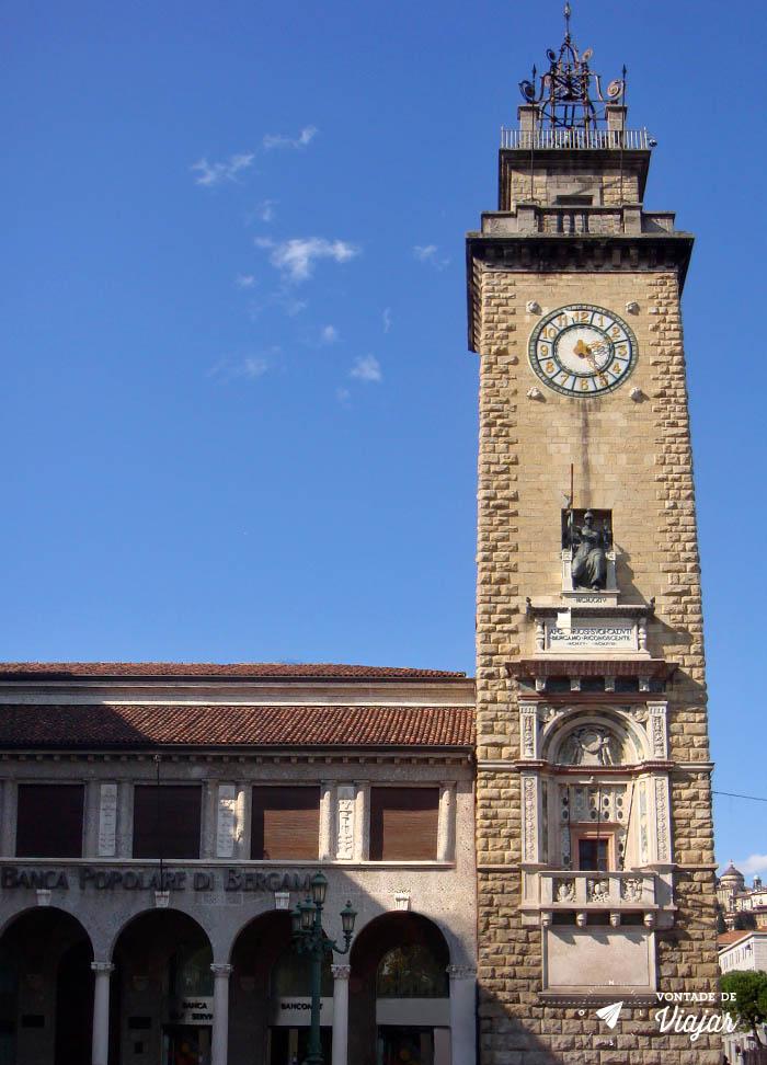 O que fazer em Bergamo - Torre do Relogio na Piazza Vittorio Veneto
