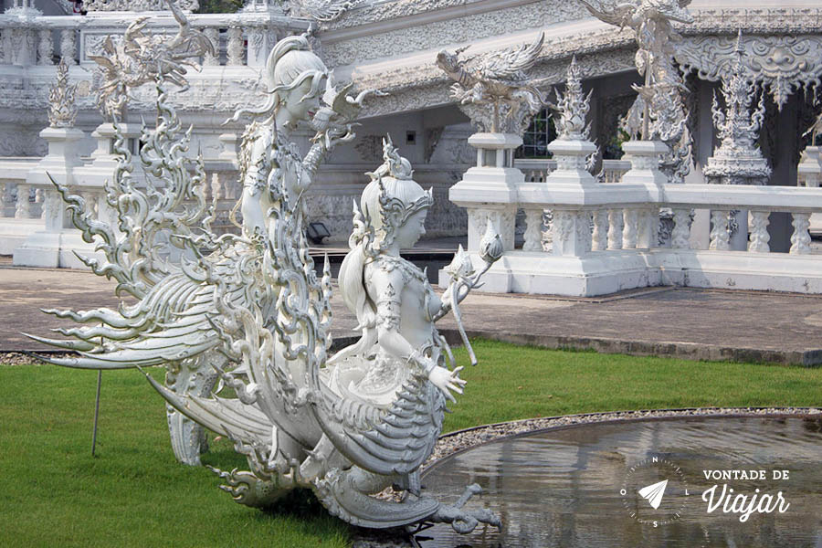 Wat Rong Khun na Tailandia - Criaturas mitológicas