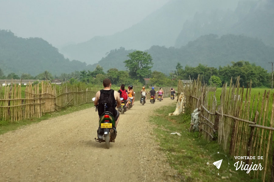 Vang Vieng Laos - Moto para a cachoeira
