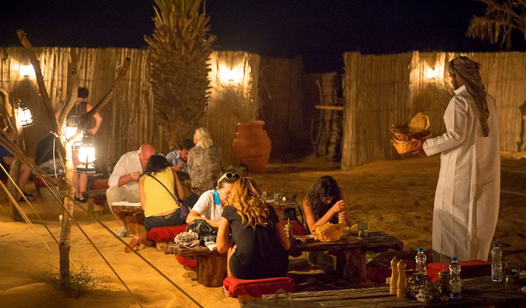 Dubai - Jantar no acampamento do deserto