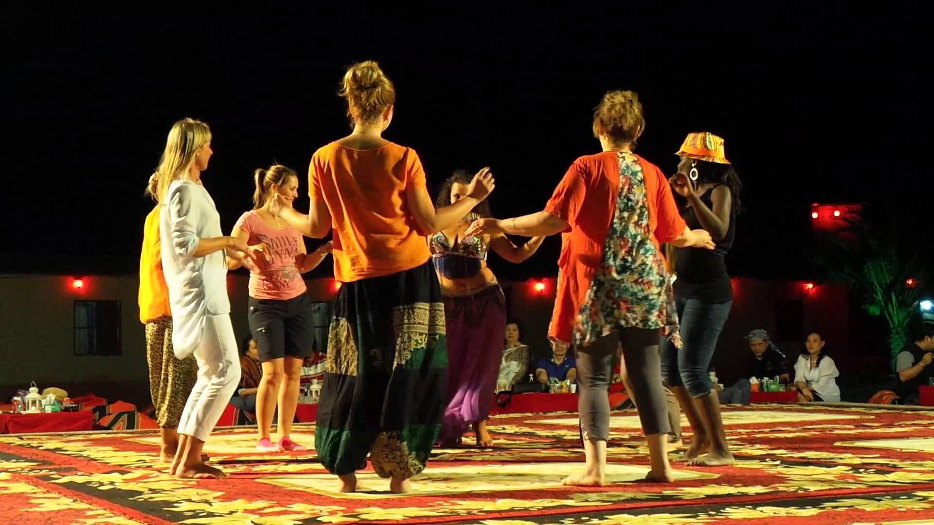 Emirados Arabes - Passeio no deserto aula de danca do ventre