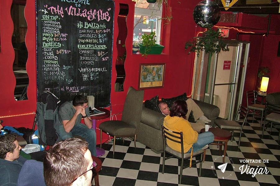 Hostel - O Global Village de Toronto no Canada reune a galera em sessoes de filme na sala de TV (foto do blog Vontade de Viajar)