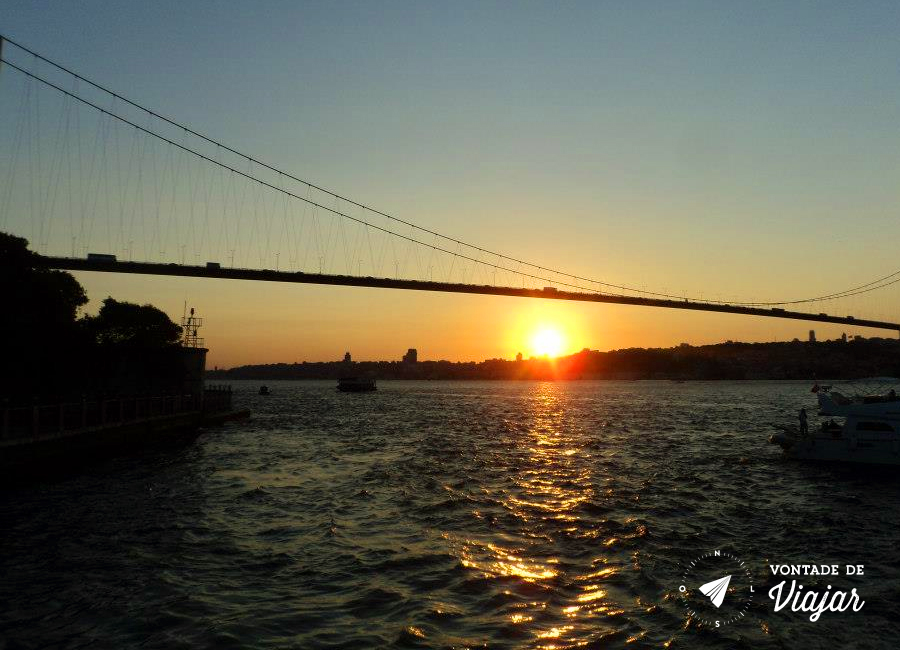 Turquia - Por do sol do barco no rio Bosforo