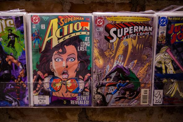 Pequena mas com grande acervo, Kesington Comics tem bons preços