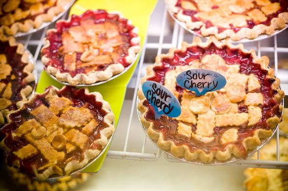 Padarias e confeitarias com bons croissants, cookies e tortas completam o mercado