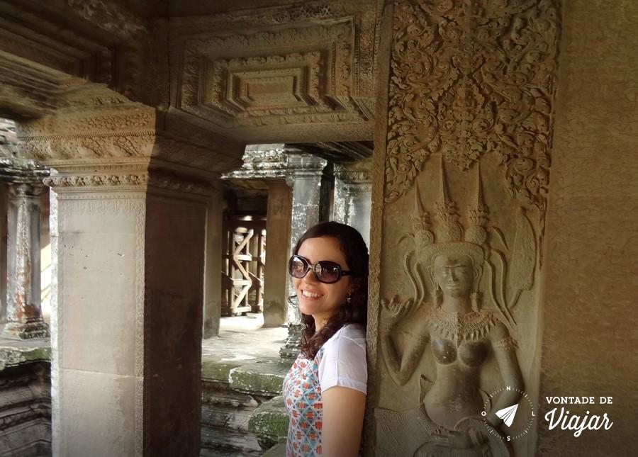 Ruinas com desenhos de dancarinas Apsara