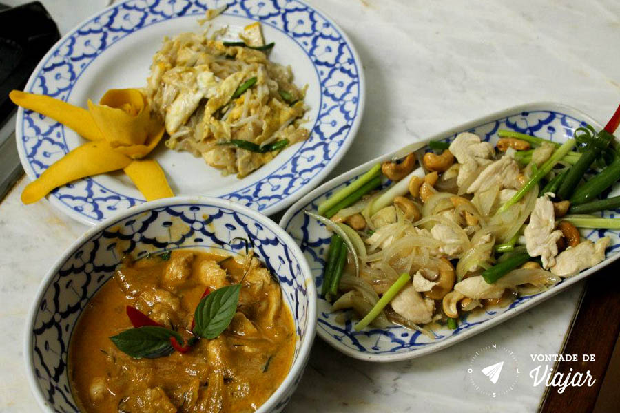 Comida Tailandesa - Curry e Pad Thai - Foto Philana Lee