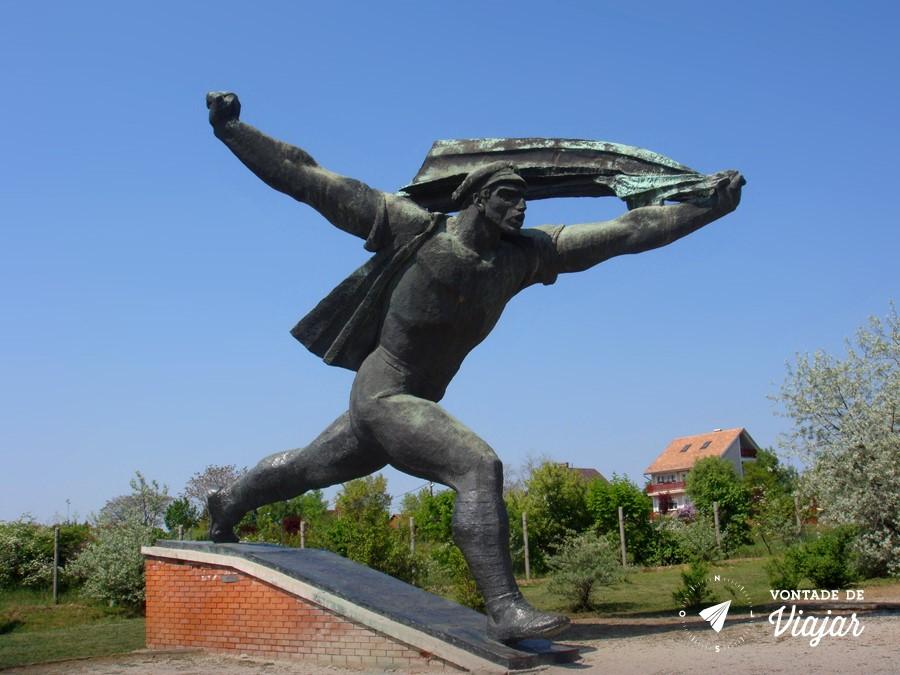 Budapeste - Memento Park - Proletariado heroico (foto do blog Vontade de Viajar)