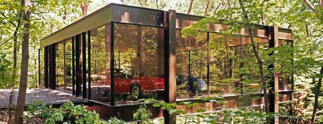 Chicago - A Ferrari do pai de Cameron na casa de vidro