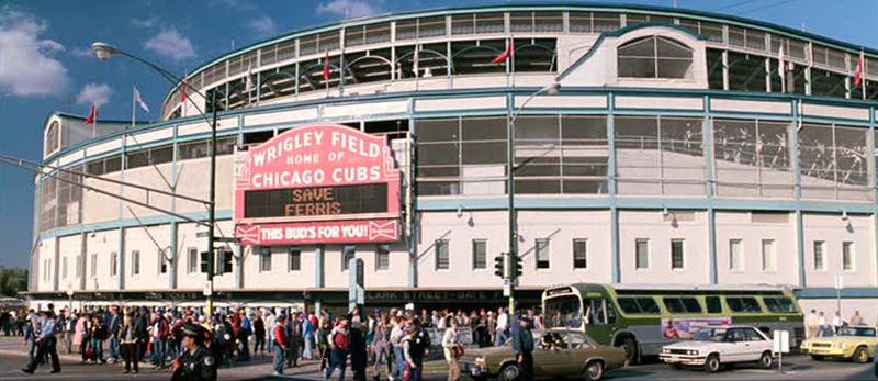 Chicago - Wrigley Field com o letreiro Save Ferris
