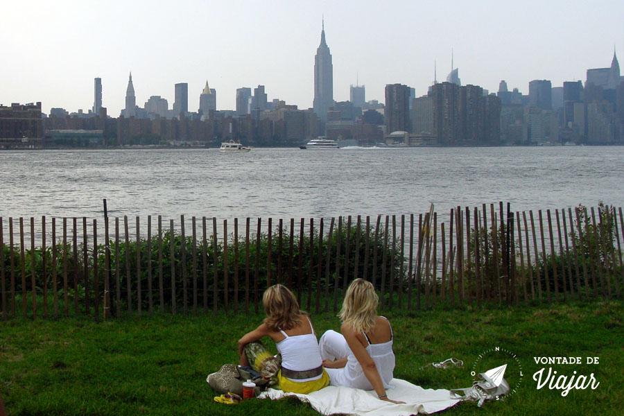 Williamsburg NY - Brooklyn Bridge Park picnic