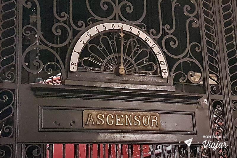 Buenos Aires - Palacio Barolo elevador com simbolos da maconaria