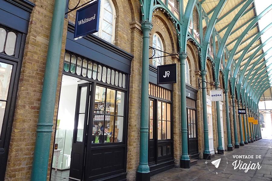 Londres Covent Garden - lojinhas entre os arcos de ferro