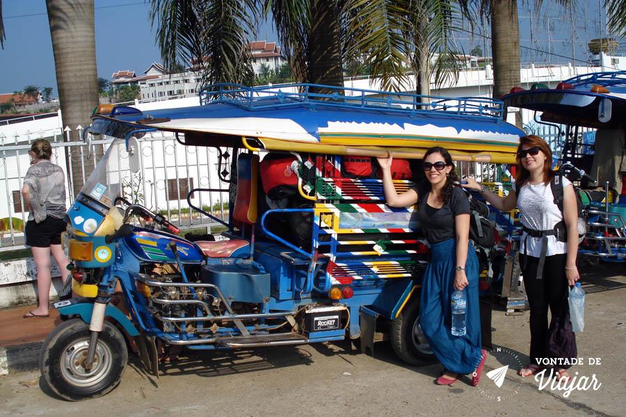 Sudeste Asiatico - Tuk tuk com nossas malas no Laos