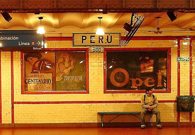 Buenos Aires - Av de Mayo - Estacion Peru (photo by drear2ta on Flickr)