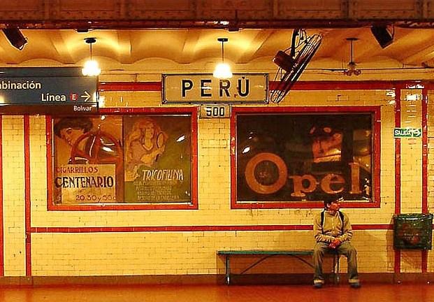 Buenos Aires - Av de Mayo - Estacion Peru (photo by drear2ta on Flickr)