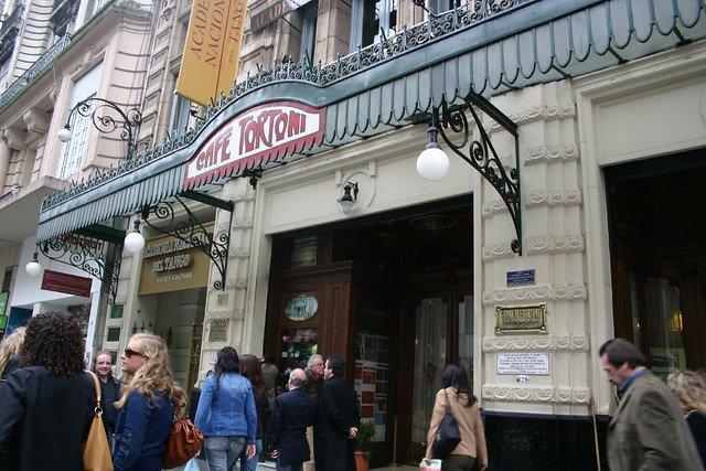 Buenos Aires - Av de Mayo - Cafe Tortoni - Foto Honey Lee