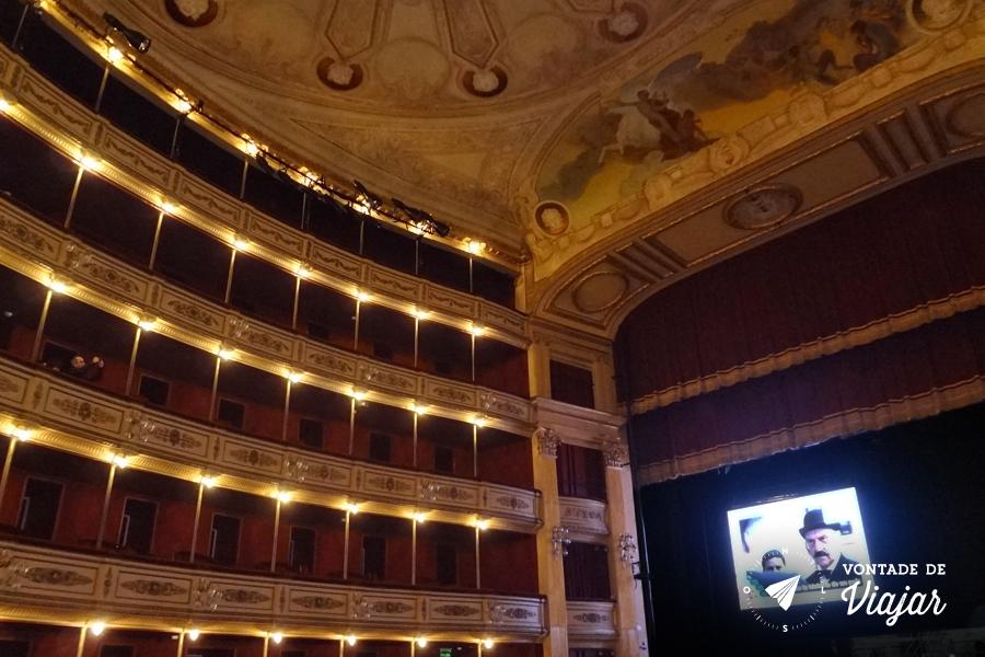 uruguai-teatro-solis-em-montevideu