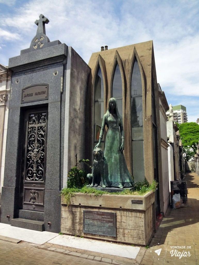 cemiterio-da-recoleta-menina-com-cachorro