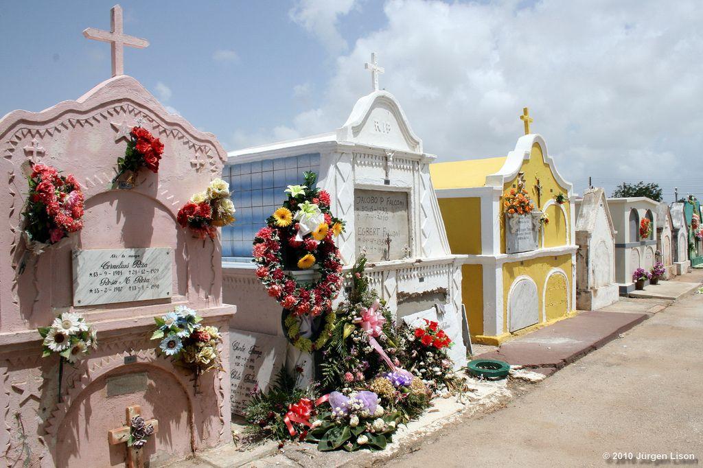 Cemiterios do Mundo - casinhas coloridas no cemiterio de Aruba
