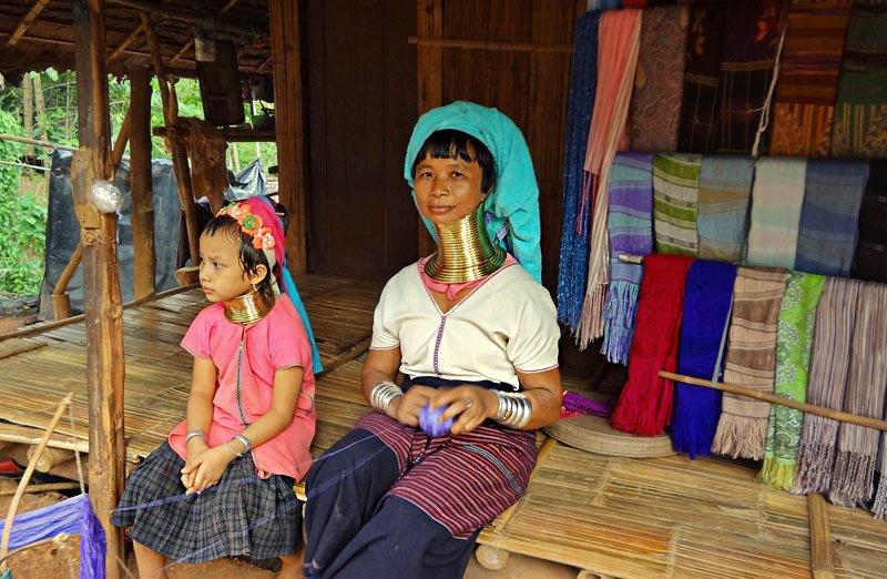 Chiang Mai - Tribos da Indochina - Padaung com aneis dourados para alongar pescoco