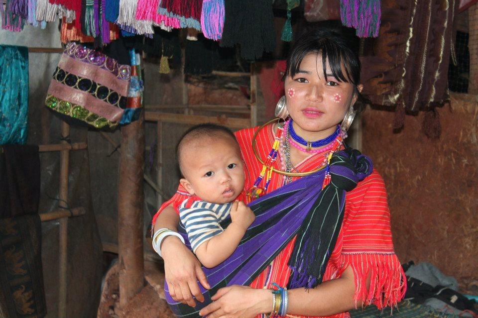 Chiang Mai - Tribos da Indochina - Mulher Palong e suas grandes argolas nas orelhas (foto do blog Vontade de Viajar)