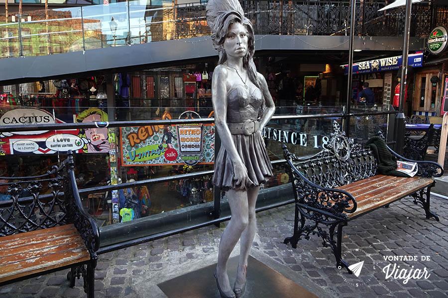 Camden Town - Estatua Amy Winehouse no Stables Market