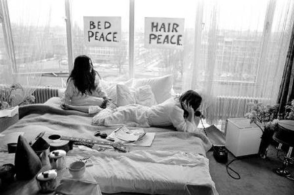 Balada de John e Yoko - Bed in em Amsterdam ao telefone