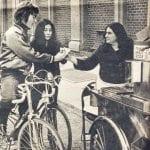 balada-de-john-e-yoko-dando-role-de-bike-e-comprando-hot-dog