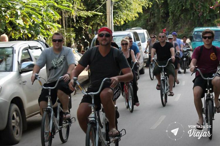 Viagem para o Laos - Grupo de bicicleta em Luang Prabang