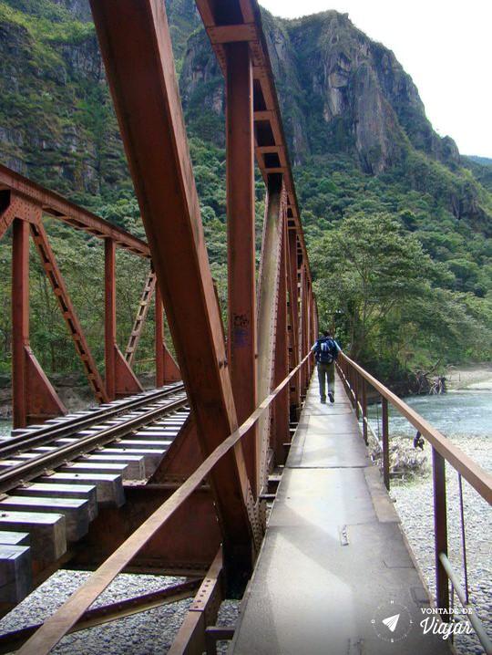 Machu Picchu - atravessando o rio Urubamba - foto Felipe Venetiglio