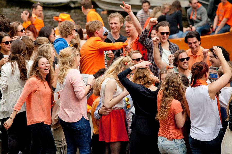 Dia do Rei Amsterdam - Festa no barco - foto de Melanie Cloud Mine