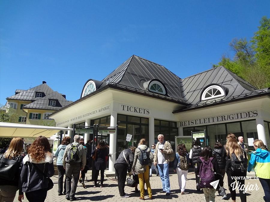 castelo-de-neuschwanstein-fila-na-bilheteria-para-comprar-ingresso-para-o-castelo