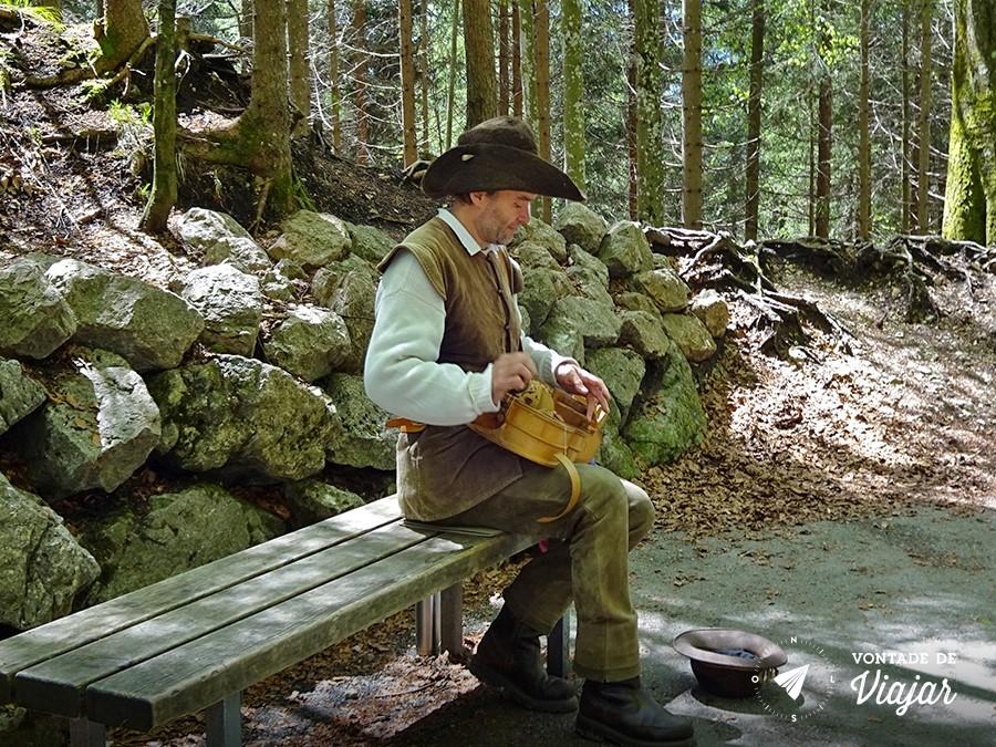 castelo-de-neuschwanstein-musica-medieval-na-marienbrucke