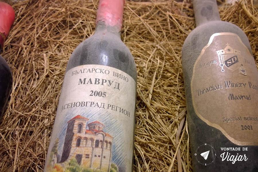 Viagem a Bulgaria - vinhos da uva Mavrud tipica Bulgaria - foto de Evandro Domingues