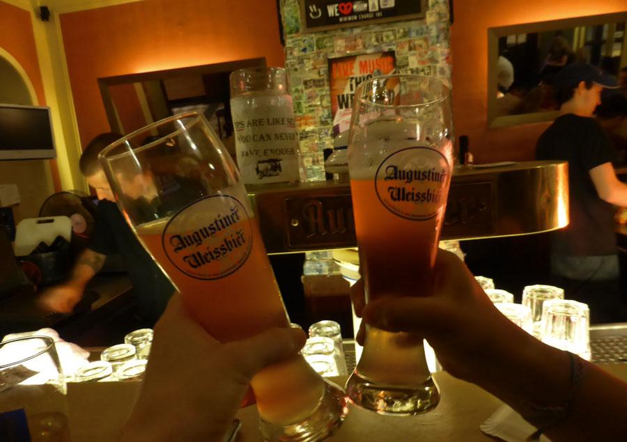 Bar do albergue em Munique Euro Youth - Foto Famous Hostels