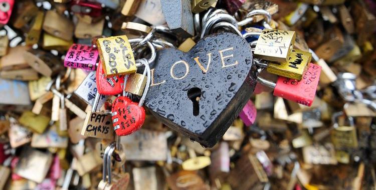 Cadeados do amor em varios paises do mundo