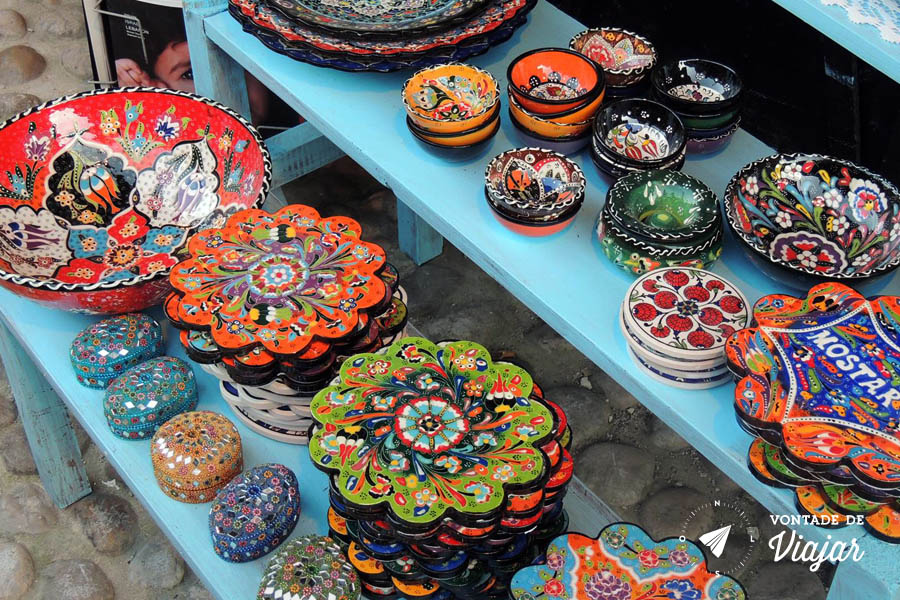 Bosnia - Artesanato no mercado de Mostar - foto de Fernanda Castro