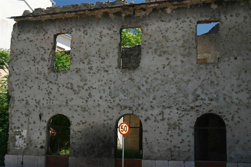 Bosnia - Marcas da guerra nas paredes de Mostar - foto de PnP