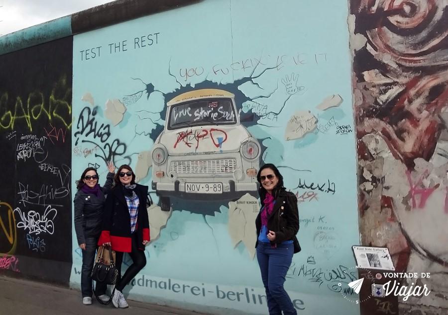 O carrinho Trabant cruzando o Muro de Berlim