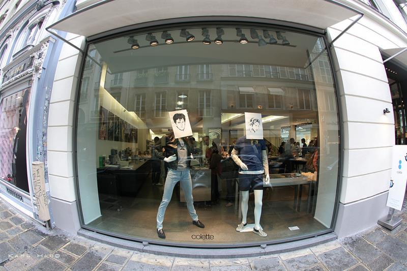 Paris chic - Vitrine da loja Colette - foto de Karl Hab