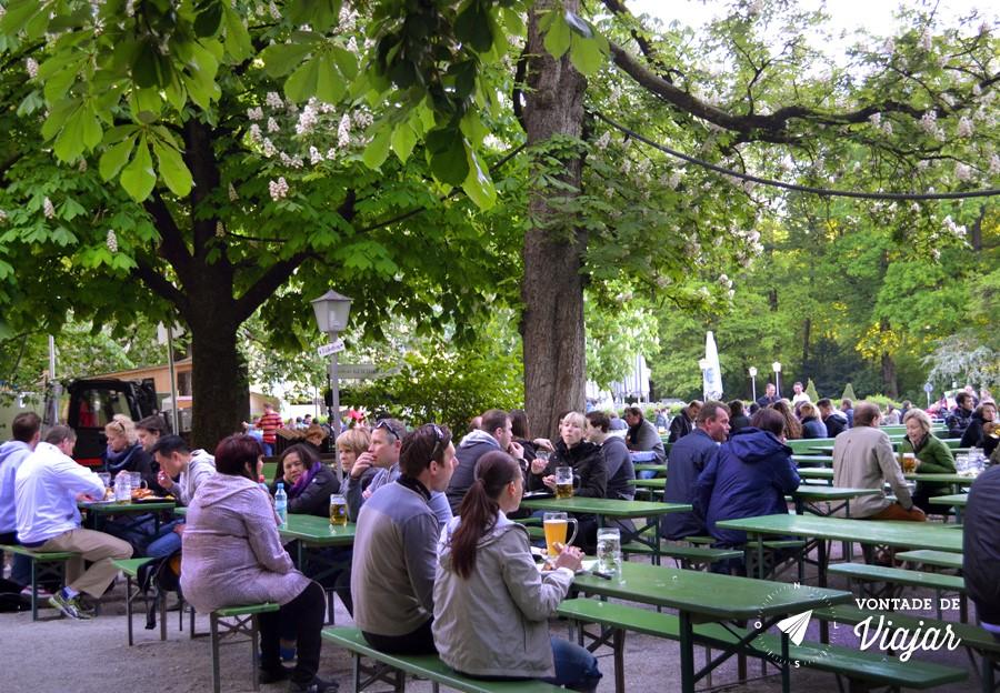 Munique - Englischer Garten - Beer garden da Torre Chinesa