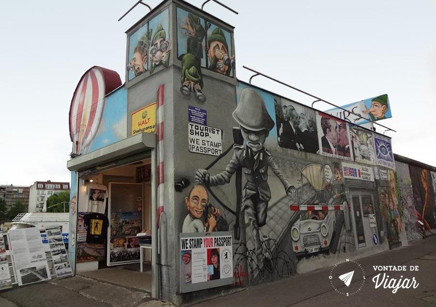 East Side Gallery - Carimbo da Alemanha Oriental no passaporte