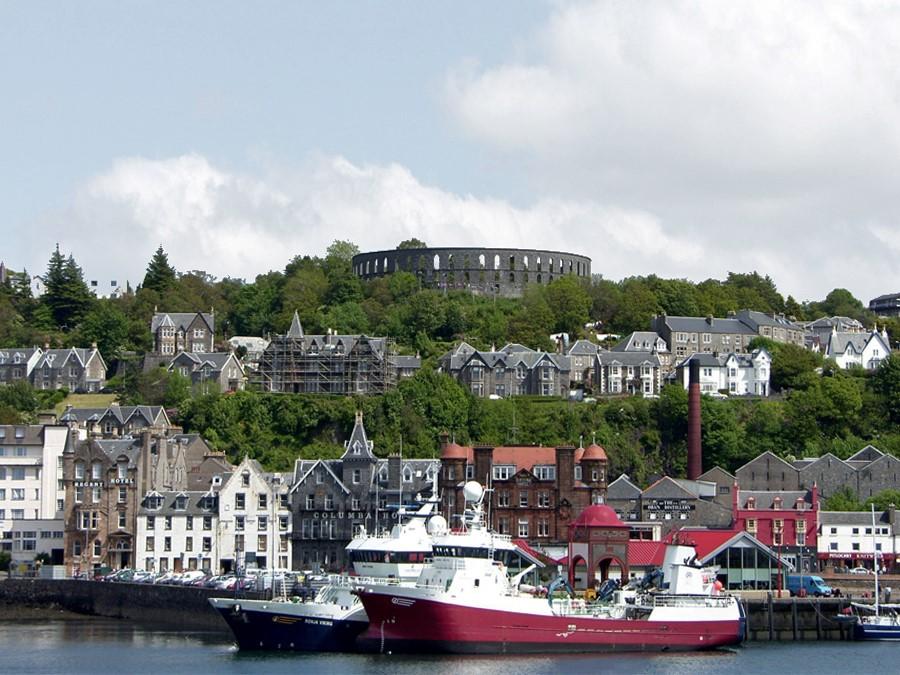 Escocia - O coliseu sobre a cidade de Oban - foto Sandy Stevenson